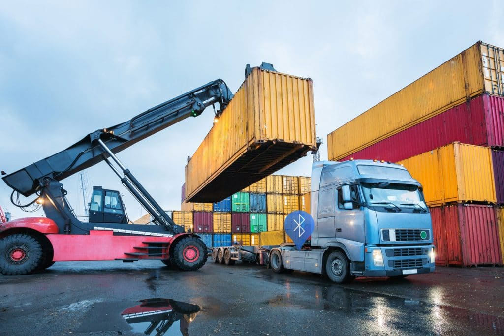 Loading and unloading containers